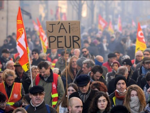 Retraites: plus de 800.000 manifestants en France contre la réforme
