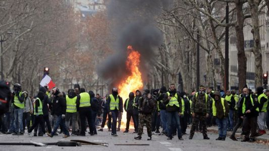 Gilets jaunes en France: 950 interpellations et 724 gardes à vue surtout à Paris