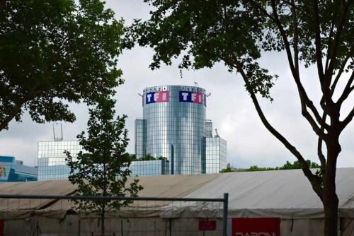 TF1:  TF1 tiré en Bourse par des notes d'analystes