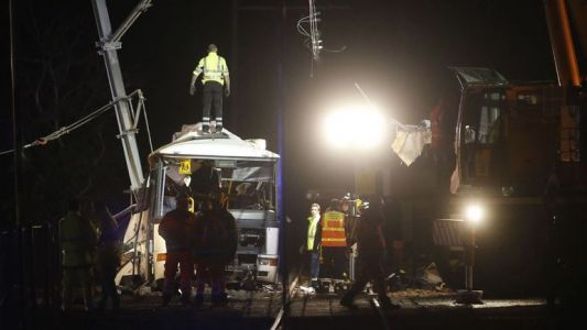 Collision entre un bus et un train en France: le bilan s'alourdit, 5 morts