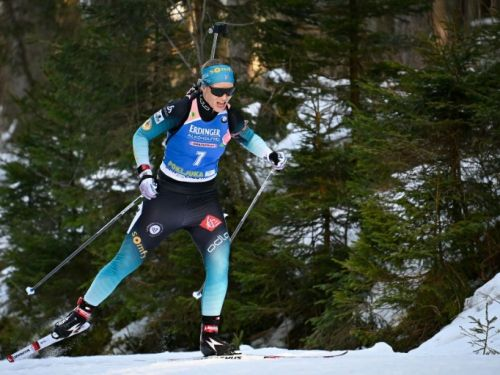 Biathlon: la France remporte le relais mixte simple de Pokljuka