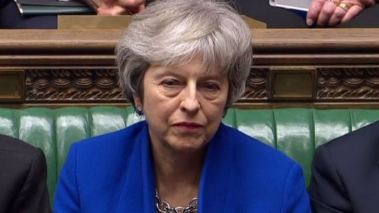 Brexit: le gouvernement de Theresa May échappe de peu à une motion de censure