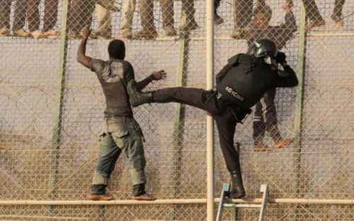 Passage en force d'une cinquantaine de migrants à Melilla