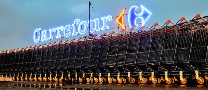 Carrefour supprime 2 400 postes en France et s'allie en Chine