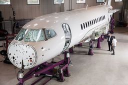 Dassault Aviation poursuit l'assemblage du Falcon 6X dans les temps