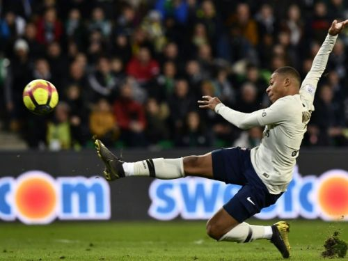 Ligue 1: Mbappé, infatigable, porte le Paris SG à Saint-Etienne 1-0
