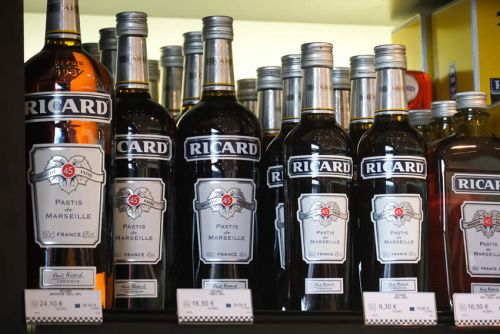 PERNOD RICARD:  Les recommandations des analystes:  Pernod Ricard, STMicrolectronics, Remy Cointreau, ADP