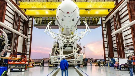 Un incident sur la capsule de SpaceX pourrait retarder son premier vol habité