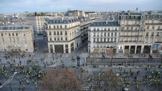 Direct/Gilets jaunes à Paris: la tension monte entre policiers et manifestants